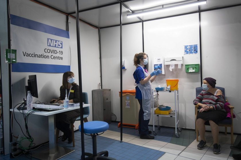 60% от пълнолетните във Великобритания са ваксинирани
