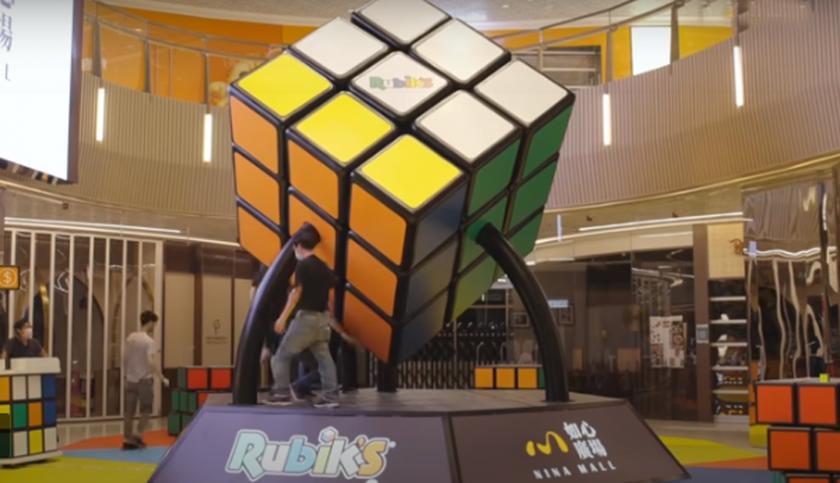 В Хонконг сглобиха най-голямото кубче Рубик в света