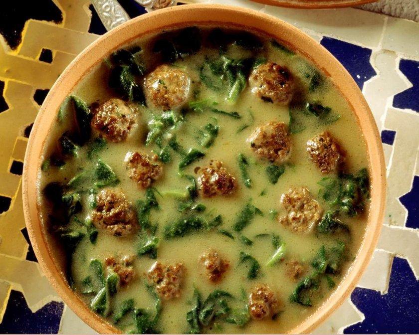 Кардамонена спаначена супа с кюфтенца