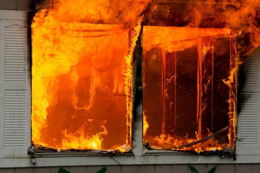 Горяща къща вдигна на крак пловдивската Шекер махала
