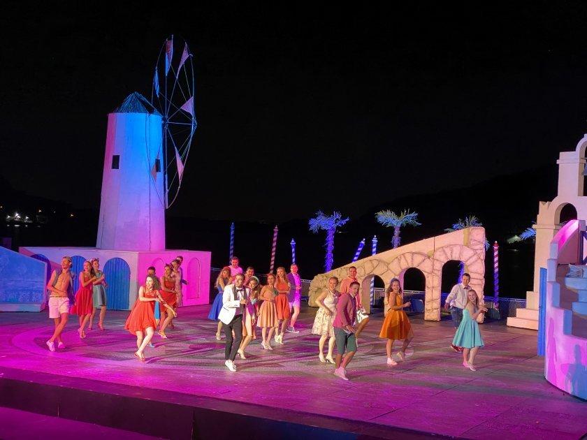 """Вечният мюзикъл """"Mamma Mia"""" на езерото Панчарево"""