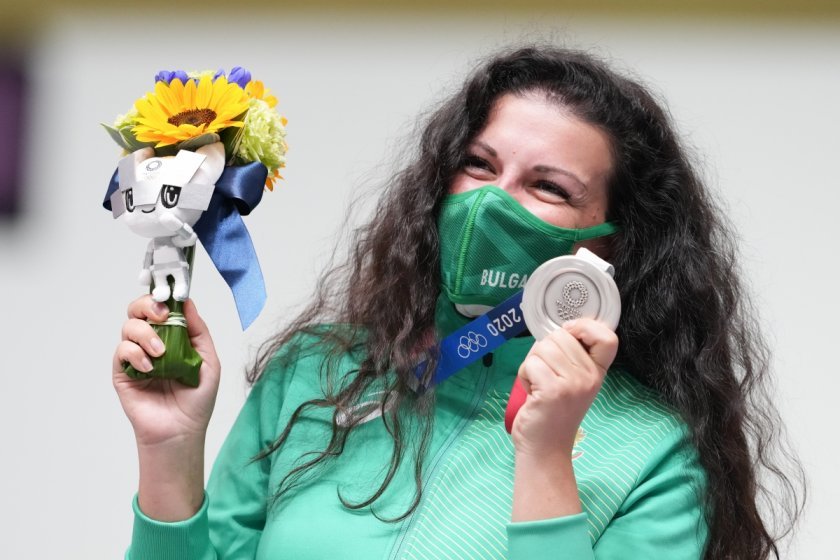 Честито! Антоанета Костадинова донесе първи медал на България!