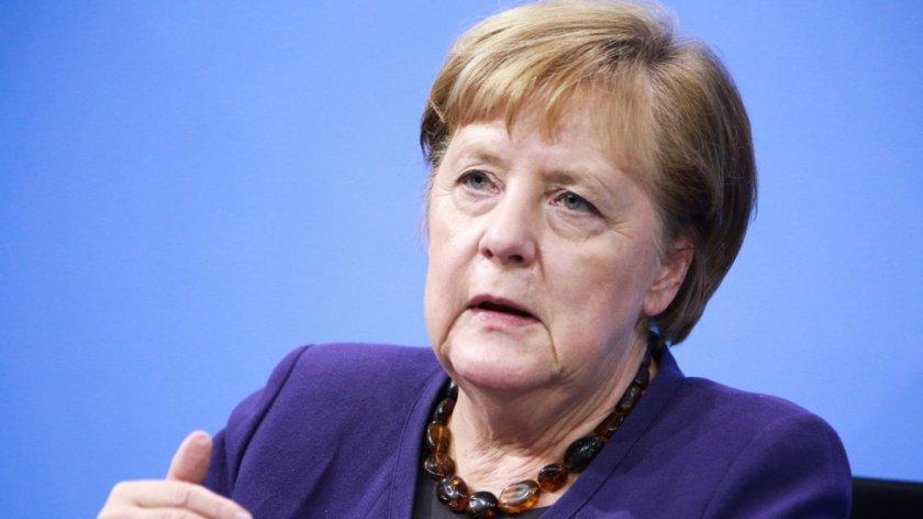 Шефът на кабинета на Меркел: Ще има още рестрикции за неваксинираните
