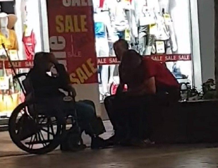 "Просяк-инвалид проходи на ""Витошка"" (СНИМКИ+ВИДЕО)"