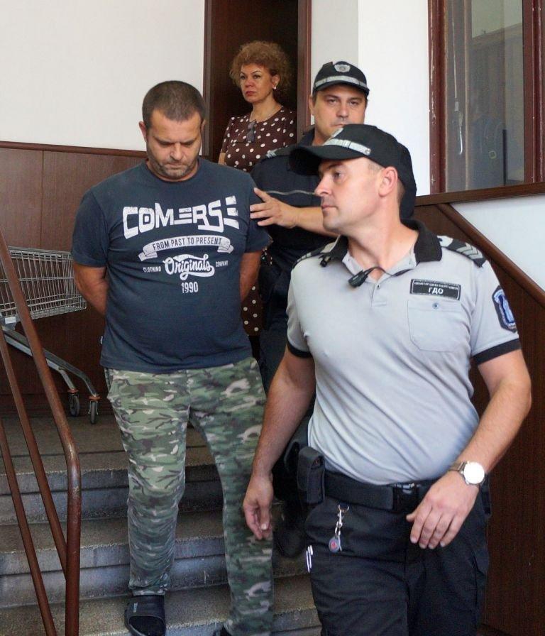 Тираджия изнасили доцент с бухалка и го уби