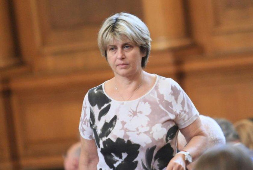 Весела Лечева: Пиратите вече са начело в БСП