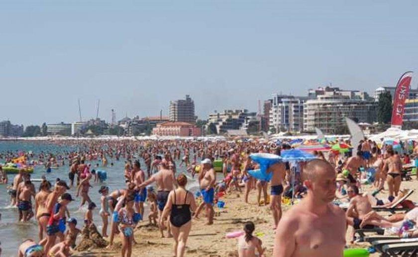 На Слънчака ври от туристи (СНИМКИ)