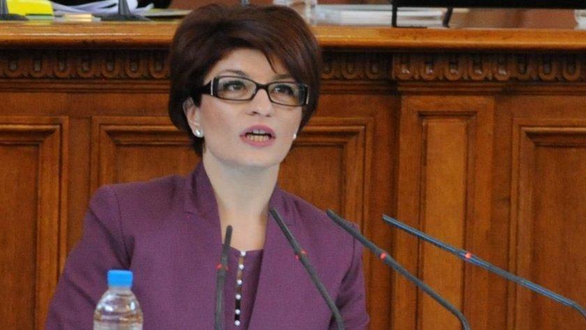 Деси Атанасова: Рашков държи сатрапски език в парламента