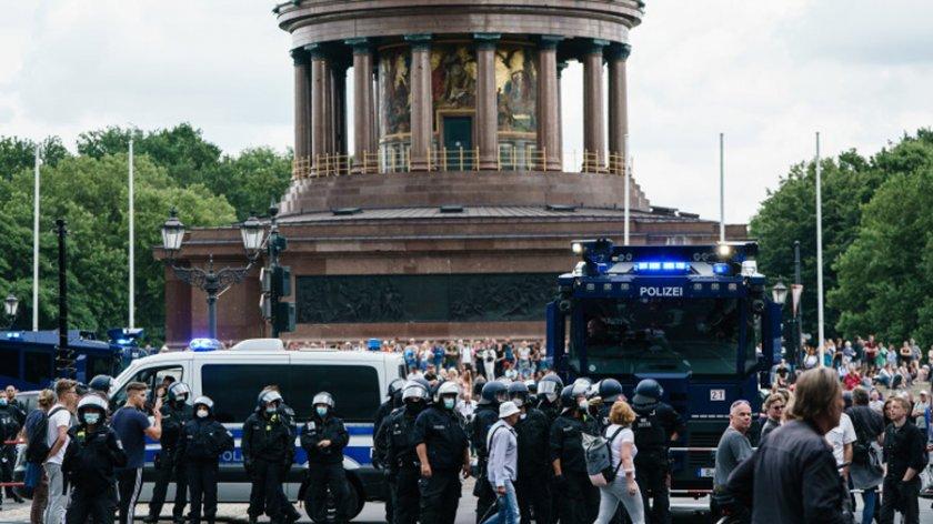 Полицията в Берлин забрани протестите на COVID скептиците
