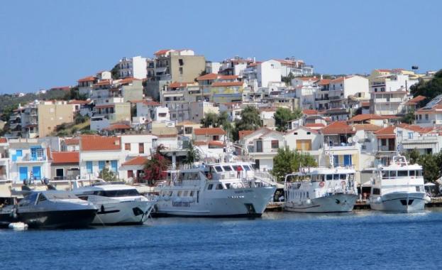 В разгара на сезона Гърция въвежда вечерен час
