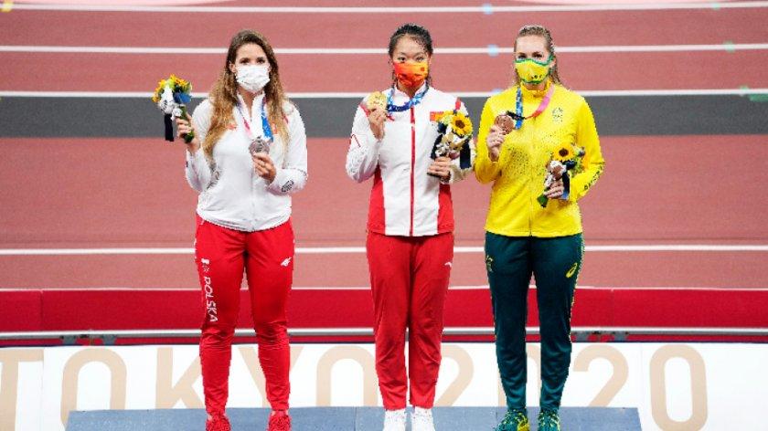 Полска атлетка пусна медала си на търг заради операция на дете
