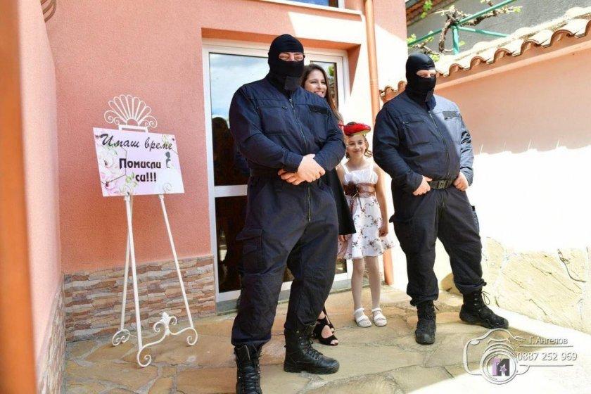 Сватба ала Аркан: Полицейски шеф омъжи щерка си с Калашников (ШОКИРАЩИ  СНИМКИ) - Lupa BG