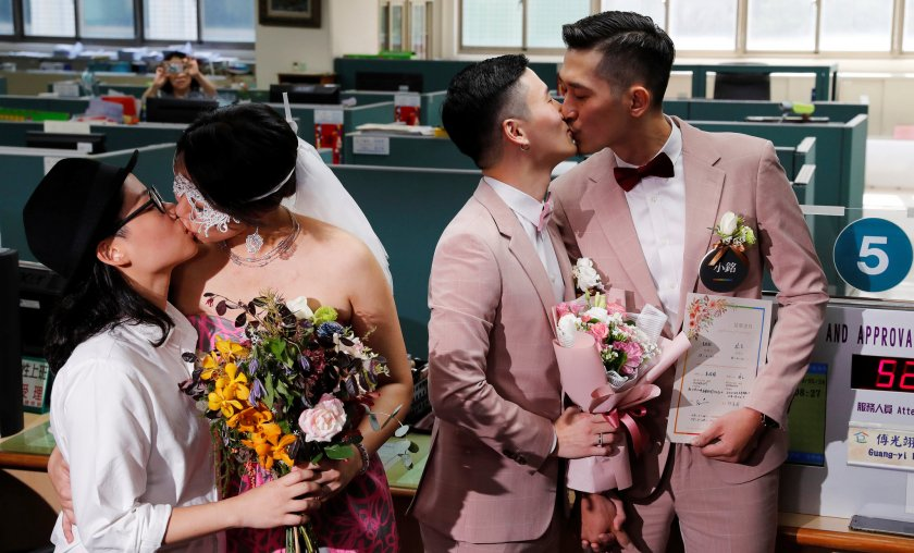 Европарламентът призова всички в ЕС да признават гей браковете