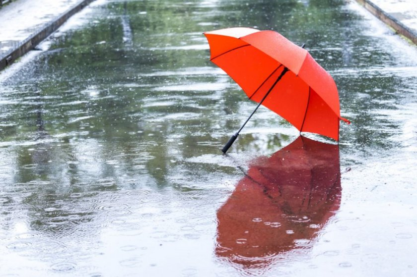Захлаждане и валежи през почивните дни