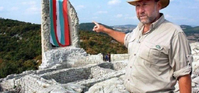 Николай Овчаров дарява герба на Иван Шишман