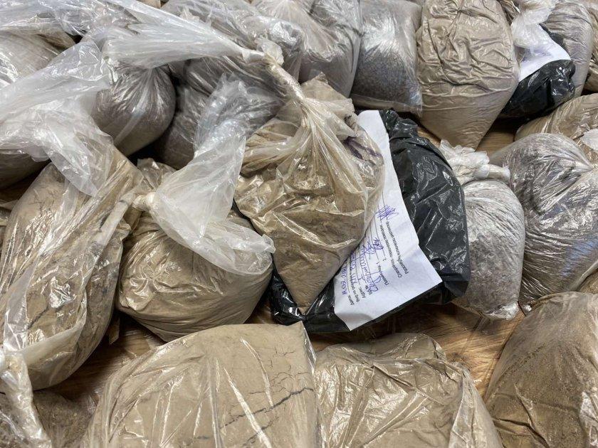 Индия залови три тона хероин от Афганистан