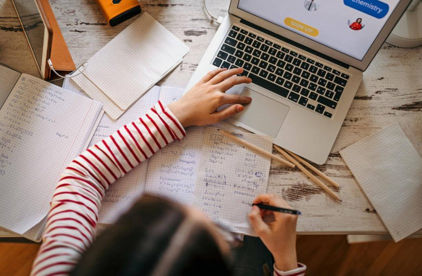 Родители пишат писмо до Радев заради онлайн обучението