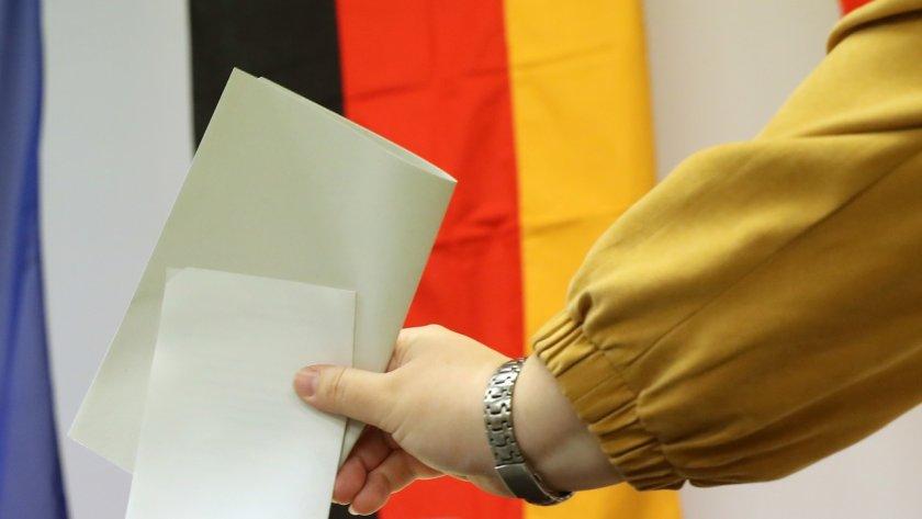 Изборите в Германия: Социалдемократите и съюзът на Мекрел с еднакви гласове