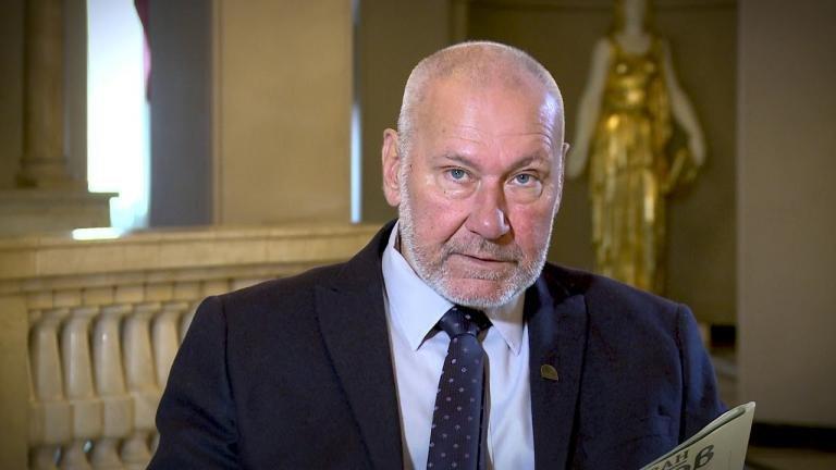 Проф. Николай Овчаров открил уникален медальон с три лъва (СНИМКИ)