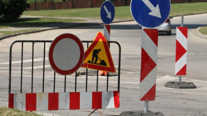 Жителите на Лозен блокират кръстовище заради затворен път