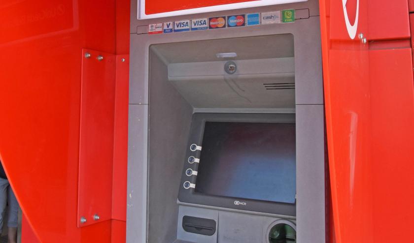 Мъж източи банковата карта на тъста си, осъдиха го