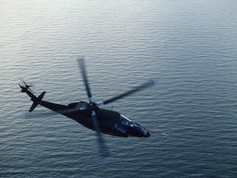 Полицаи с хеликоптер и канута издирват рибар