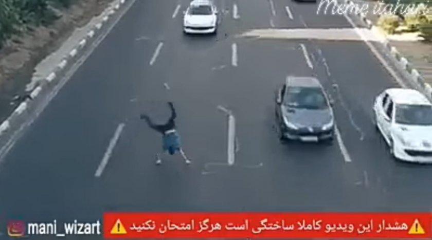БЕЗУМИЕ: Смелчага ляга под коли на магистрала, за да спаси куче (ВИДЕО)