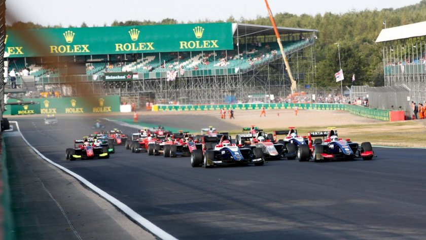 """Във Формула 1: """"Силвърстоун"""" остава в календара до 2024 година"""