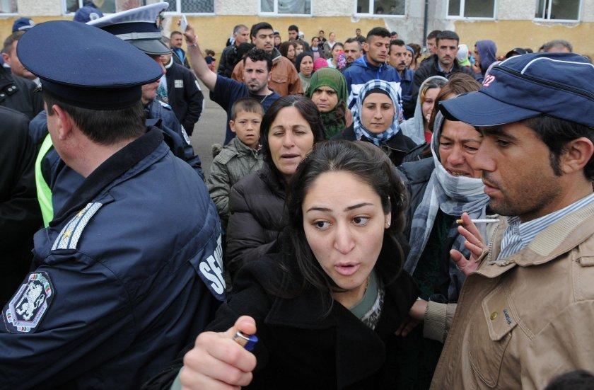 Деветима бежанци се издирват за бунта през 2016 г. в Харманли