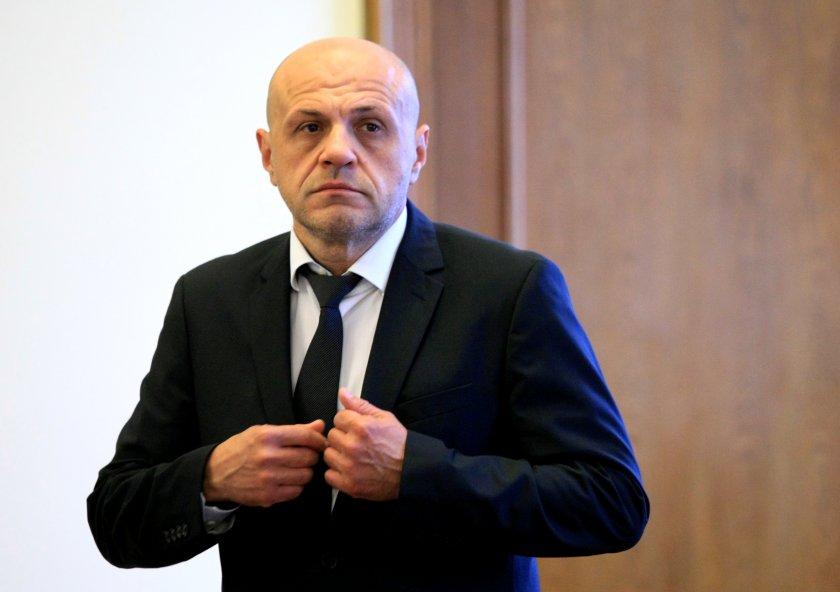 Томислав Дончев призна: Кметове на ГЕРБ черпят облаги от властта
