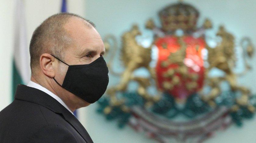 Седмицата: Колко е дълъг поялникът на кандидата Румен Радев