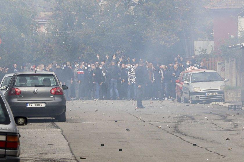 Истинска война в Косово: Летят шокови бомби, шестима ранени