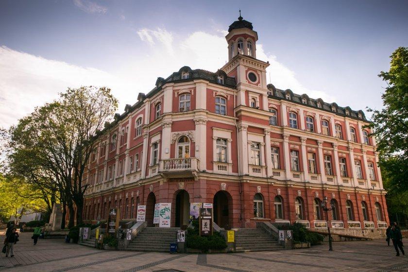 Три премиери в Плевен със звезди на театъра