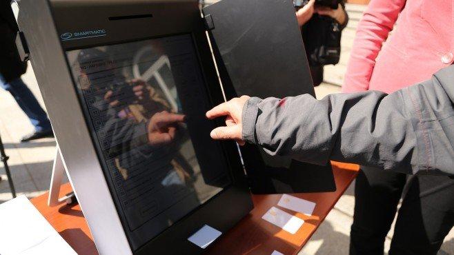 """""""Сиела"""" печели, доставя 1600 машини за вота"""