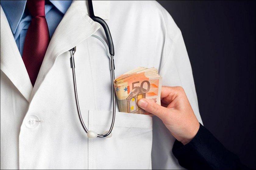 Арестуваха медик за фалшиви сертификати за ваксинация