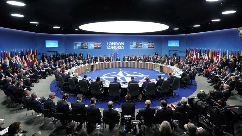 Лошо: НАТО се готви за война с Русия