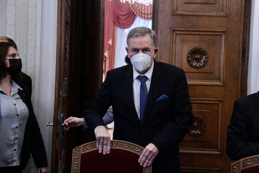 Здравният министър: Зеленият сертификат дава  решение на пандемията