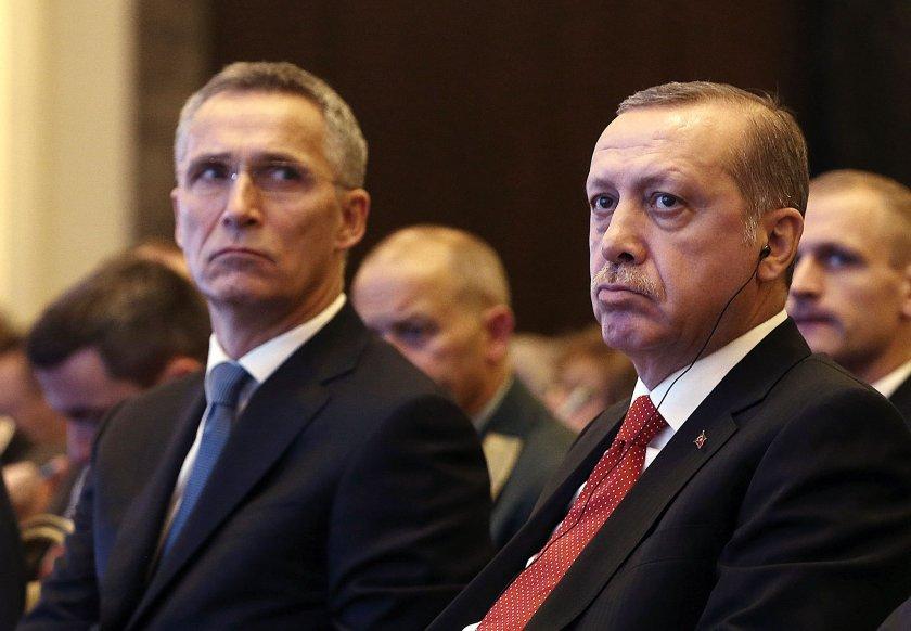 Столтенберг: Турция няма да бъде извадена от НАТО