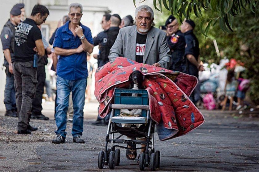 Италия бори ромите, после ги гони