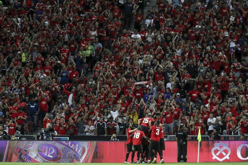 Щастливи в Китай: Манчестър Юнайтед напляска и Тотнъм