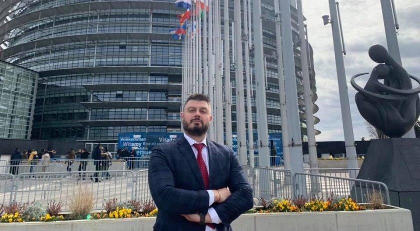 Бареков: Слави предлага опасни глупости, разчита на простаците