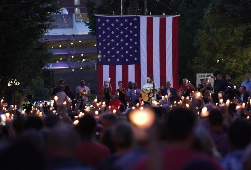 Две масови убийства в Ел Пасо и Дейтън - ще се промени ли нещо?