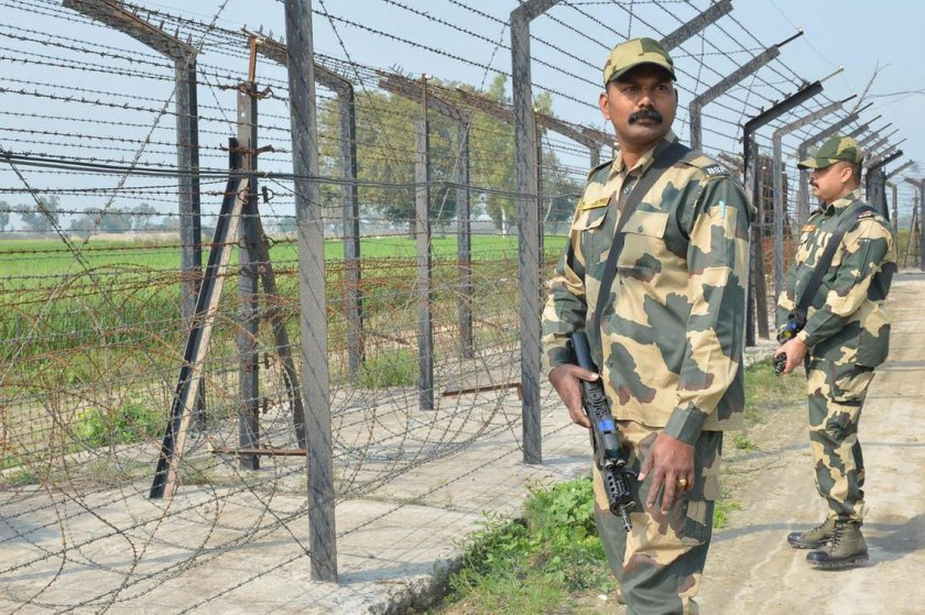 Пакистан струпва военна техника по границата с Индия