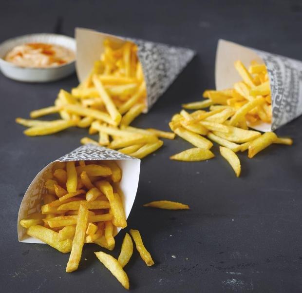 Най-хрупкавите пържени картофи (бланширани с оцет)