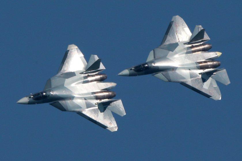 Руски изтребители изтласкаха F-18 на НАТО от самолета на Шойгу (ВИДЕО)