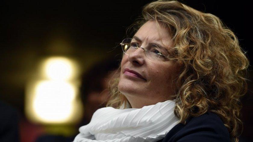 Франция ни праща шармантна дебютантка за посланик