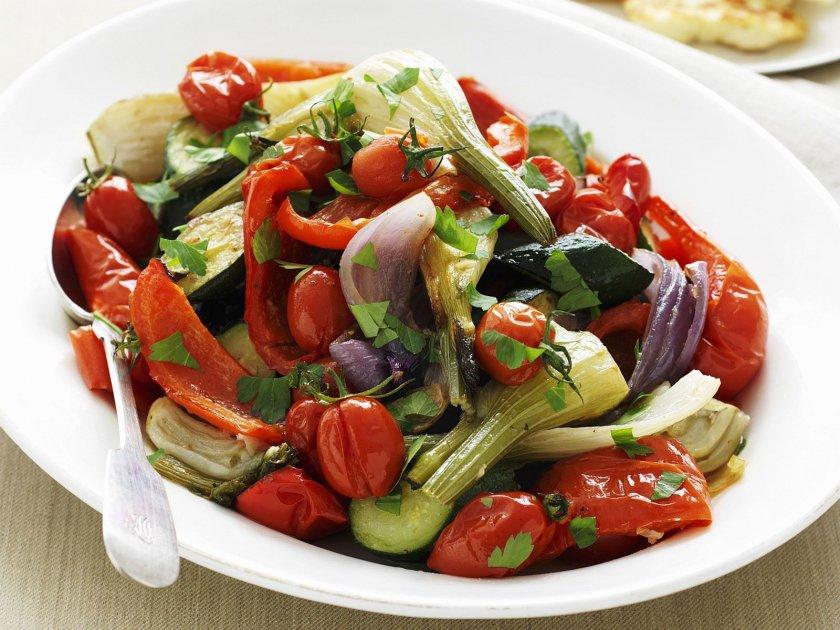 Салата с печени зеленчуци
