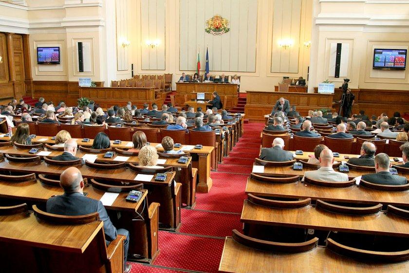 Депутатите с 2 седмици ваканция заради изборите