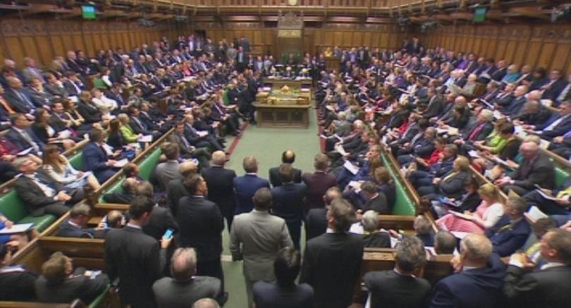 Депутат пита Джонсън: Тоалетната хартия няма да стигне при Брекзит?