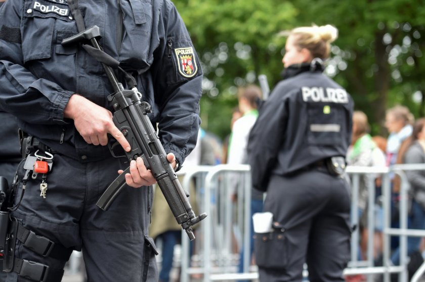 Германската полиция провежда акция срещу крайнодесни